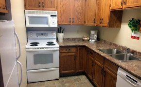 Griz Inn Fernie – 1-Bedroom Apartment – Unit 103-Kitchen