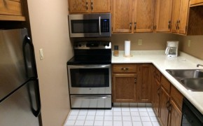 Griz Inn Fernie – 1-Bedroom Apartment – Unit 209 -Kitchen