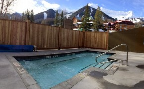 Griz Inn Outdoor Hot Tub