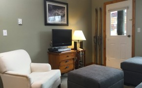 Griz Inn Fernie – 1-Bedroom Apartment – Unit 202 Living Room