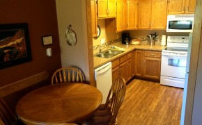 Griz Inn Fernie – 1-Bedroom Loft – Unit 313 Kitchen
