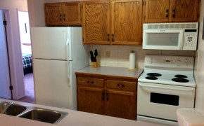 Griz Inn Fernie – 2-Bedroom Apartment – Unit 204 Kitchen