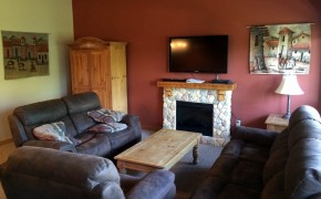 Griz Inn Fernie – 3-Bedroom Loft – Unit 306 Living Room