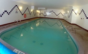 Griz Inn - Indoor Pool Area
